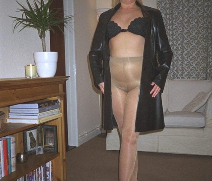 MILF-Blondine in Strumpfhose